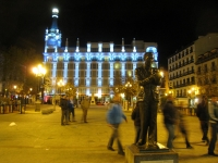 Night_scene_in_Plaza_de_Santa_Ana,_Madrid