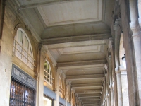 Palais_Royal,_Paris_-_arcade