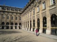 Palais_Royal,_Paris_-_interior_courtyard_detail