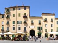 Piazza Anfiteatro Lucca 360