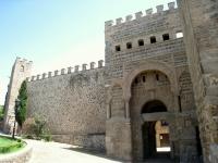 Puerta_de_Alfonso_VI,_Toledo_-_view_1