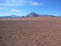 Putana, Cerro Colorado, Sicht aus Chile