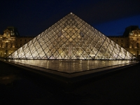 louvre-Pyramide bei Nacht