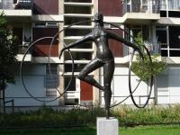 Rotterdam_kunstwerk_meisje_met_hoepels
