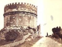 Sommer,_Giorgio_-_n._5045_-_Roma_-_Tomba_di_Cecilia_Metella_-_ca._1870