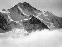 Die Nordseite der Jungfrau in den Berner Alpen, aus einem Ballon fotografiert (Fotograf: Eduard Spelterini, 1904)