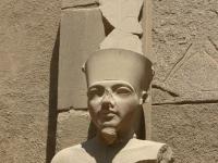 Statue von Tutankhamum in Karnak