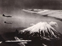 US_Bombers_near_Mount_Fuji