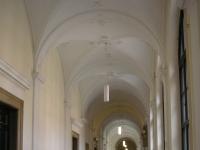 Uni_Wien_Hallway,_Vienna