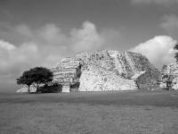 Xochi04.jpg  Xochicalco Haupt-Pyramide