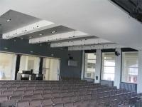 Bauhaus: Aula, zwischen den werkstätten und dem Atelierhaus liegend