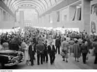 Innenaufnahme des rumänischen Pavillons auf der Leipziger Herbstmesse 1954