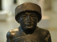Seating diorite statue of Gudea...