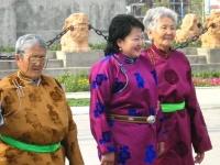 Mongolische Frauen in traditioneller Tracht, Ulan Bator, Mongolei