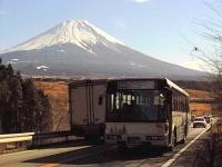 Fuji: Der Vulkan und eine Anbindungsstraße (Aufnahme von 2002)