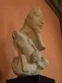 Büste einer kolossalen Statue des Echnaton vom Aton-Tempel in Karnak , 18. Dynastie, Louvre, Paris