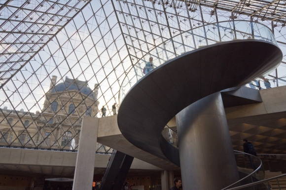 Louvre Pyramide (innenansicht)