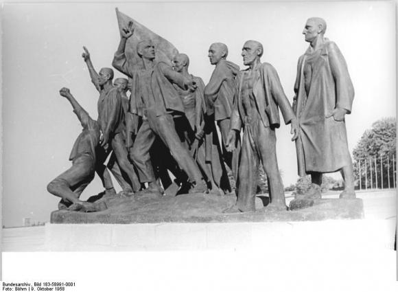 Bundesarchiv Bild 183-58991-0001, Gedenkstätte Buchenwald, Mahnmal