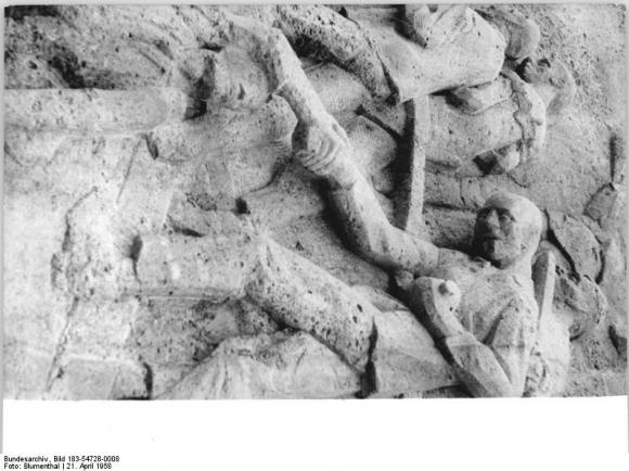 Bundesarchiv Bild 183-54728-0008, Gedenkstätte Buchenwald, Stelenweg, Stele, Relief
