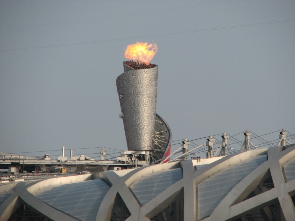 Olympic_torch,_Beijing_2008_Summer_Olympics_(see_from_outside)