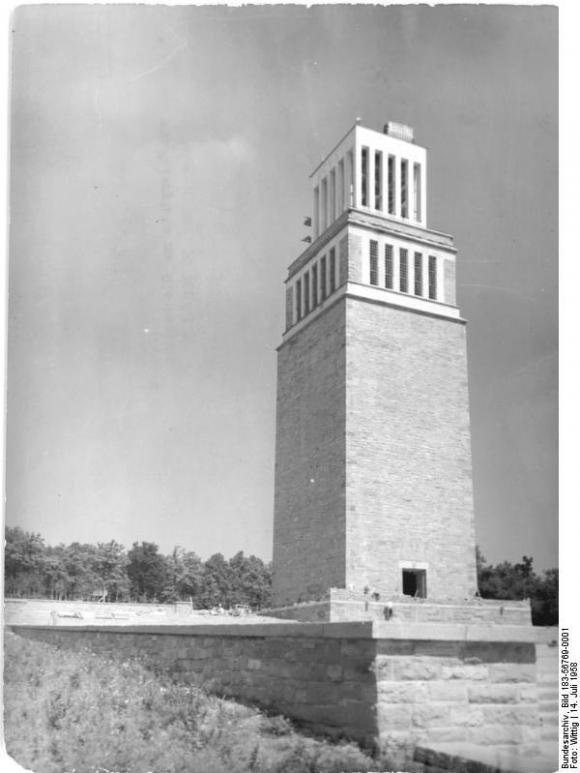 Bundesarchiv Bild 183-56769-0001, Gedenkstätte Buchenwald, Glockenturm
