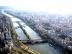 Vue de la Tour Eiffel vers la maison de Radio-France .