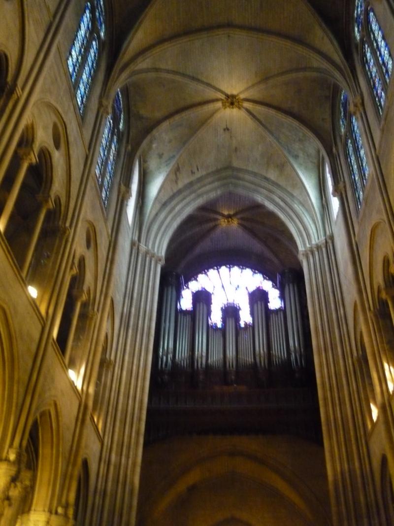 Organ_over_central_entrance,_Notre_Dame,_Paris,_ZM