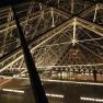Louvre Innenhof bei Nacht (Innen)