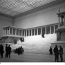 Bundesarchiv_Bild_102-13147,_Berlin,_Pergamon_Museum,_Pergamonaltar