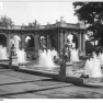 Bundesarchiv_Bild_183-19000-1634,_Berlin-Friedrichshain,_Märchenbrunnen