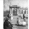 Bundesarchiv Bild 183-23861-0001, Berlin-Friedrichshain, Märchenbrunnen