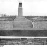 Bundesarchiv Bild 183-54728-0001, Gedenkstätte Buchenwald, Ringgrab 3