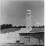 Bundesarchiv Bild 183-56769-0004, Gedenkstätte Buchenwald, Straße der Freiheit, Glockenturm