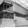 Bundesarchiv_Bild_183-67670-0007,_Berlin,_Pergamonmuseum,_Pergamon-Altar