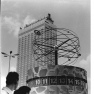 Bundesarchiv Bild 183-E1003-0001-001, Berlin, Weltzeituhr am Alexanderplatz