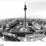 Bundesarchiv_Bild_183-U0603-0057,_Berlin,_Stadtzentrum,_S-Bahnhof_Alexanderplatz,_Fernsehturm