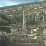 Monumento e fontana presso santuario di Apollo