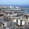 Hafen von Algier mit dem Stadtteil Belouizdad (Belcourt)